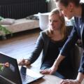 Das Du ergibt sich dann von alleine, wenn man gemeinsam an Projekten arbeitet (Bild: cowoman/unsplash)